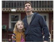 War of the Worlds Movie Stills:  Dakota Fanning and Tom Cruise