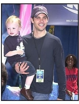 """James Marsden and son Jack at the """"Finding Nemo"""" premiere"""
