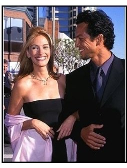 "Benjamin Bratt and Julia Roberts at the ""Runaway Bride"" Premiere"