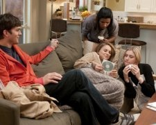 No Strings Attached: Ashton Kutcher, Mindy Kaling, Natalie Portman,Greta Gerwig