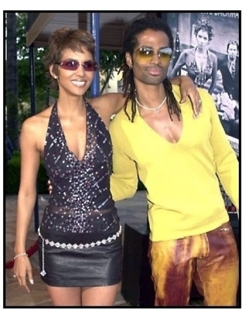 Halle Berry and Eric Benet at the Swordfish premiere